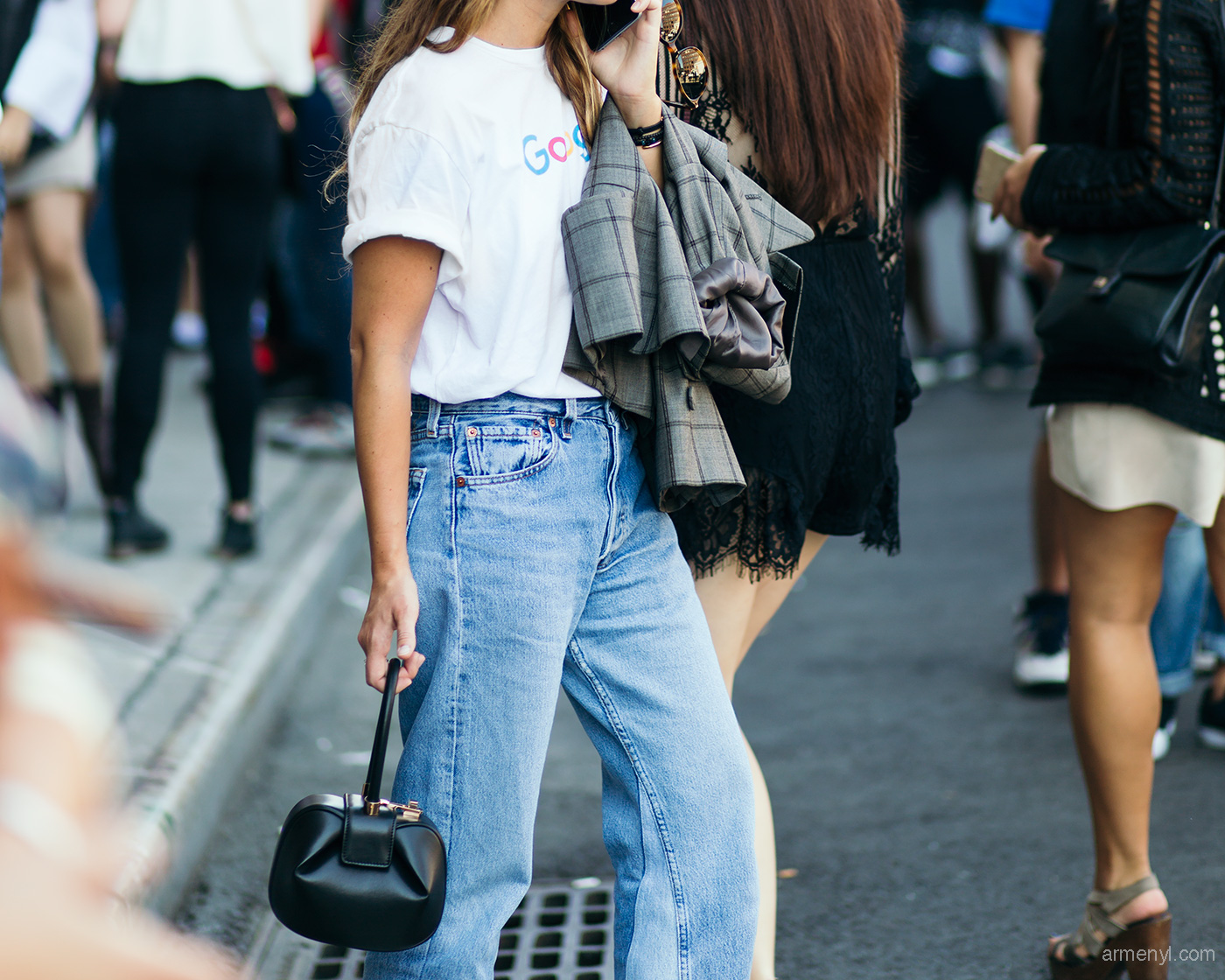 Miroslava-Duma-street-style-basic-graphic-tee-and-flared-jeans-by-street-style-photo-by-Armenyl-photography.jpg